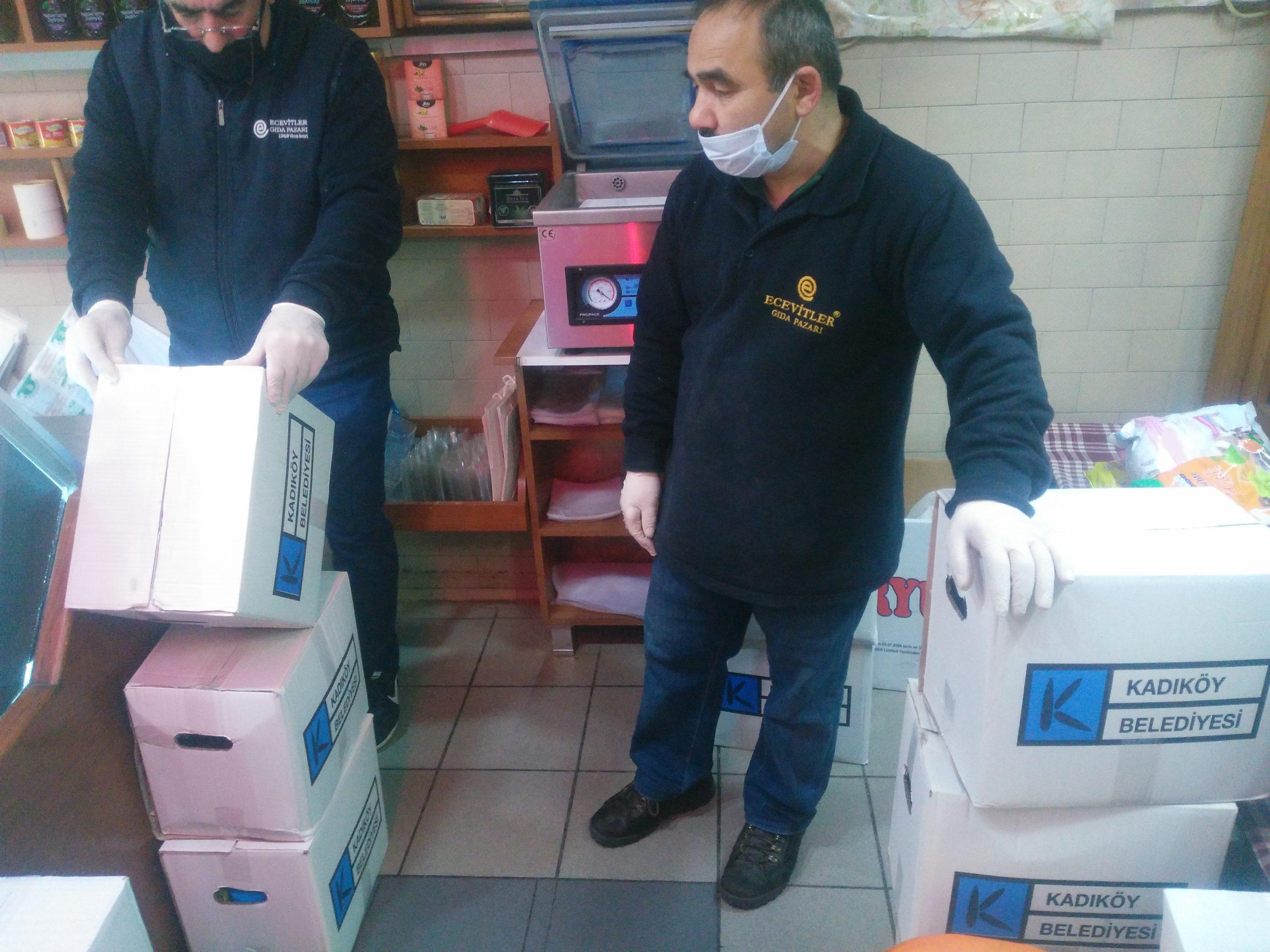 Kadıköy Belediyesi'nden gönderilen, Çarşımız Esnaflarının çalışanları için erzak dağıtımını yaptık